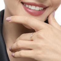 Infinityring mit Diamanten, 18K Rose Gold